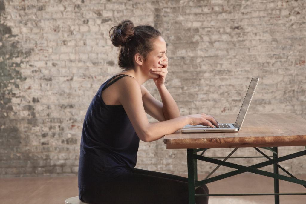 Metodo Feldenkrais postura scrivania